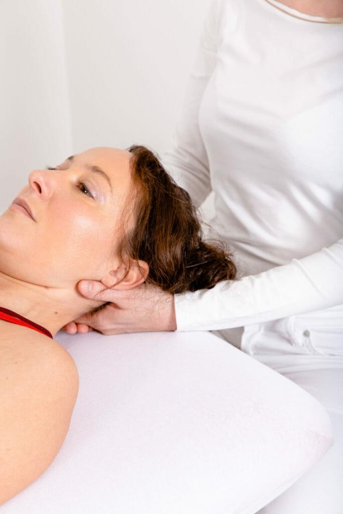 Traktions-/Extensionsbehandlung an der Halswirblesäule